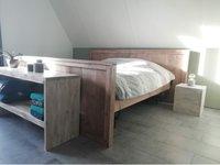 Steigerhout bed grey met side table