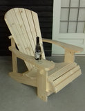 Adirondack chair zelf gemaakt met een bouwpakket