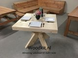 Houten tafel met matrix onderstel met klein tafelblad