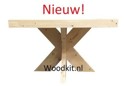 Houten tafel met houten matrixonderstel nieuw